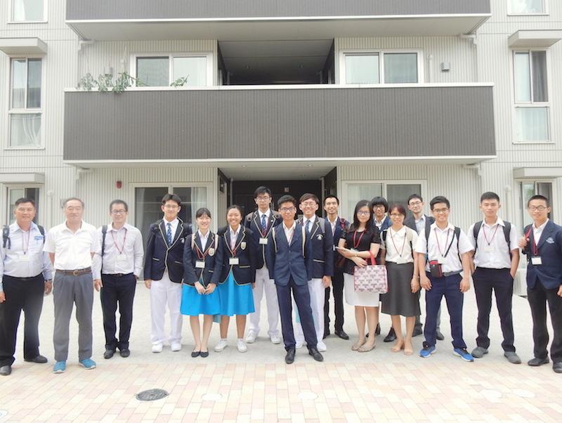 招へい高校生グローバルハウス訪問.JPG